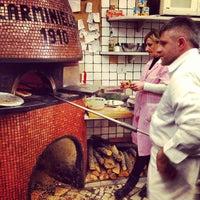 Foto scattata a Pizzeria Carminiello da Aron H. il 2/27/2013