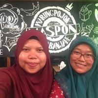 Photo taken at Warung Pojok Maspon, Masakan Islam by Lili L. on 3/13/2018
