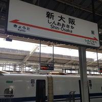 Photo taken at JR新大阪駅 21-22番線ホーム by Yoshifumi W. on 7/12/2013