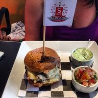 Foto tirada no(a) Garage Burger por Eduardo T. em 12/30/2012