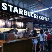 Foto tirada no(a) Starbucks por Morelos L. em 11/2/2013
