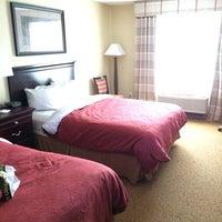 Foto diambil di Country Inn & Suites By Carlson, Little Falls, MN oleh Ken S. pada 10/2/2014