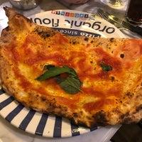 Снимок сделан в Sorbillo Pizzeria пользователем Vonatron L. 8/5/2018