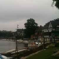 Foto scattata a Boathouse Row da Michelle H. il 8/31/2013