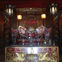 Photo taken at ศาลเจ้าไหหลำ by Saonoi S. on 12/20/2012