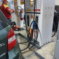 Photo taken at Posto Shell by Gustavo D. on 7/18/2017