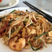 Photo taken at Siam Road Charcoal Char Koay Teow by Yonghui C. on 2/20/2013