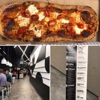 6/26/2017 tarihinde Stephanie A.ziyaretçi tarafından &pizza'de çekilen fotoğraf
