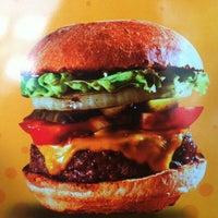 5/16/2013 tarihinde Bahar A.ziyaretçi tarafından Burger Joint'de çekilen fotoğraf