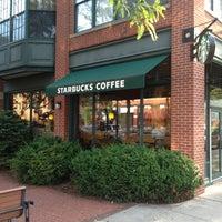 Снимок сделан в Starbucks пользователем Sean D. 8/29/2013