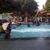 รูปภาพถ่ายที่ Kolam Renang Gelanggang Sunter โดย Tyar S. เมื่อ 3/2/2014