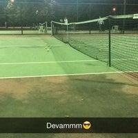 Photo prise au İTÜ Tenis Kortları par Ugur D. le11/18/2015
