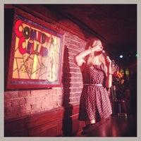 Foto tirada no(a) Comedy Cellar por Kendall em 7/28/2013