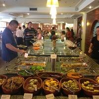 Das Foto wurde bei Lótus Restaurante Vegetariano von Juça Bala A. am 7/19/2013 aufgenommen