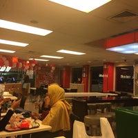 Photo taken at McDonald's by Wahyu B. on 8/17/2017