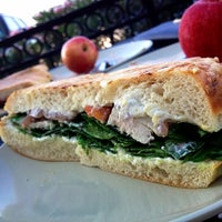 Foto tirada no(a) Panera Bread por J.Fo em 11/5/2012