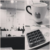 Photo taken at Do's Coffee by Mia 葉. on 1/10/2013