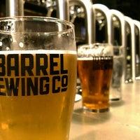 Das Foto wurde bei 10 Barrel Brewing von Julia S. am 10/27/2015 aufgenommen