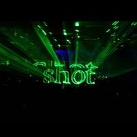 4/5/2013 tarihinde Ayhan Ayhan⚓ziyaretçi tarafından Shot Bistro Lounge & Bar'de çekilen fotoğraf