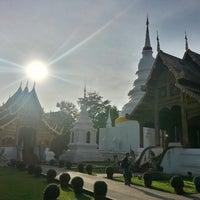 Foto tirada no(a) Wat Phra Singh Waramahavihan por Onizuka S. em 7/7/2013