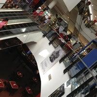 Foto tomada en Punta Shopping por Jimena Z. el 1/9/2013