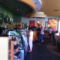 Foto tomada en Starbucks por Miguel Angel T. el 5/17/2013