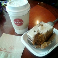 Photo taken at Hollys Coffee by Alejandro A. on 3/21/2013