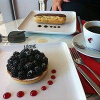 Das Foto wurde bei Léone Patisserie & Boulangerie von Oguz Y. am 9/7/2013 aufgenommen