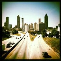 Foto tomada en Jackson Street Bridge por Mary F. el 10/13/2012