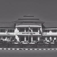 Photo taken at Balai Kota Malang by Rijal Kamaluddin H. on 6/26/2013