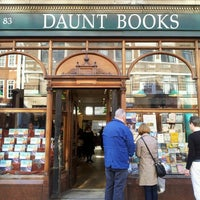 Foto tomada en Daunt Books por Frederic B. el 5/2/2013
