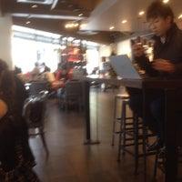 11/13/2012にMasaharu T.がStarbucks Coffee 御堂筋本町東芝ビル店で撮った写真