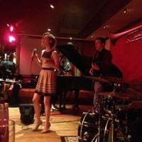 Foto tomada en The Jazz Room at The Kitano  por Minja T. el 5/15/2013