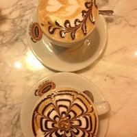 9/1/2013 tarihinde Pınar B.ziyaretçi tarafından Mambocino Coffee'de çekilen fotoğraf