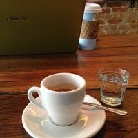 Снимок сделан в Joe the Art of Coffee пользователем Karen H. 12/3/2012