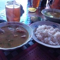 Photo taken at Soto Madura Bengawan by adhitiya yudha s. on 8/31/2014