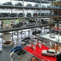 Photo taken at Mercedes-Benz Niederlassung München by Laren . on 8/25/2013