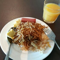 Photo taken at Plaza Premium Lounge, Domestic by Tracy Y. on 6/15/2016