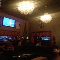 Photo prise au Taps Wine & Beer Eatery par Alissa B. le12/12/2012