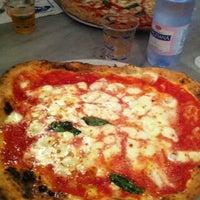 Foto scattata a Pizzeria Sorbillo da Fabio F. il 12/28/2012