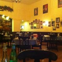 Photo taken at Italianni's Pasta, Pizza & Vino by Liliana P. on 11/30/2012
