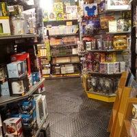 Foto diambil di Comic Stores oleh Francisco R. pada 5/28/2013