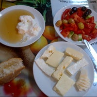12/4/2012 tarihinde Eren DOĞANziyaretçi tarafından Doyuran Kahvaltı Salonu'de çekilen fotoğraf