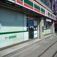 Photo taken at 7-eleven 세븐일레븐 by 재희Jay 홍. on 5/17/2013