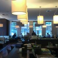 Photo taken at Akiko Sushi Bar & Restaurant by Milan on 11/29/2012