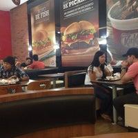 Photo taken at Burger King by Lais B. on 11/15/2013