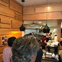 Foto tirada no(a) Xi'an Famous Foods por Lady Z. em 6/21/2017