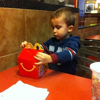 Photo taken at McDonald's by Roxana D. on 11/22/2013
