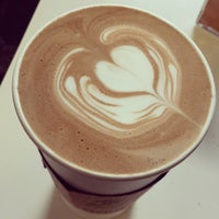 Foto tomada en Hodgepodge Coffeehouse and Gallery por Dtm F. el 12/16/2014