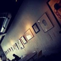 Foto tomada en Hodgepodge Coffeehouse and Gallery por Dtm F. el 3/6/2013